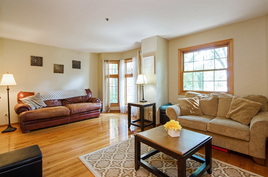 Real Estate Photography - 27 Bryant Ct, Crystal Lake, IL, 60014 - Living Room
