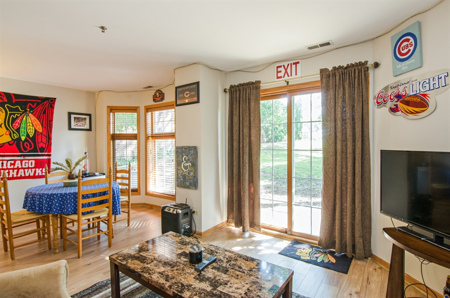 Real Estate Photography - 27 Bryant Ct, Crystal Lake, IL, 60014 - Family Room