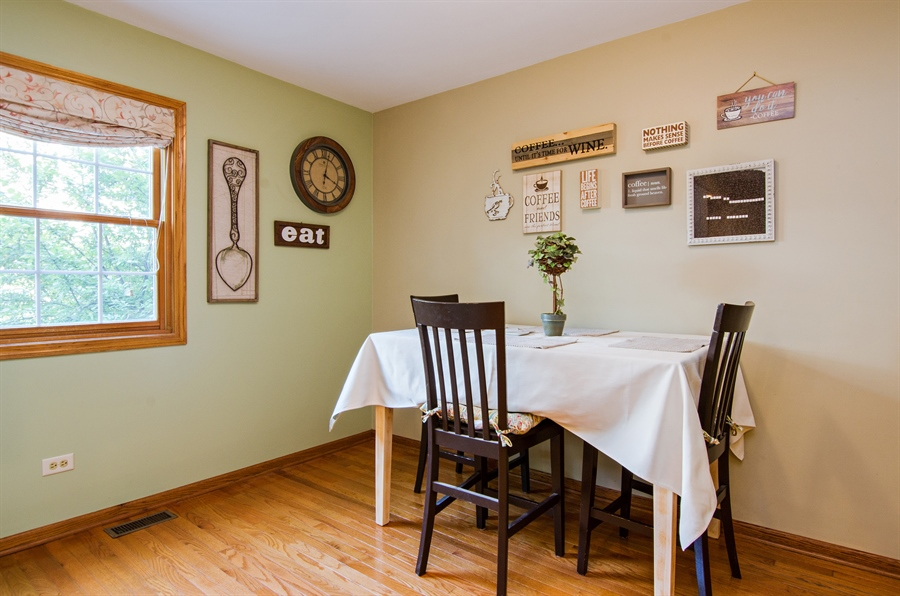 Real Estate Photography - 27 Bryant Ct, Crystal Lake, IL, 60014 - Breakfast Area
