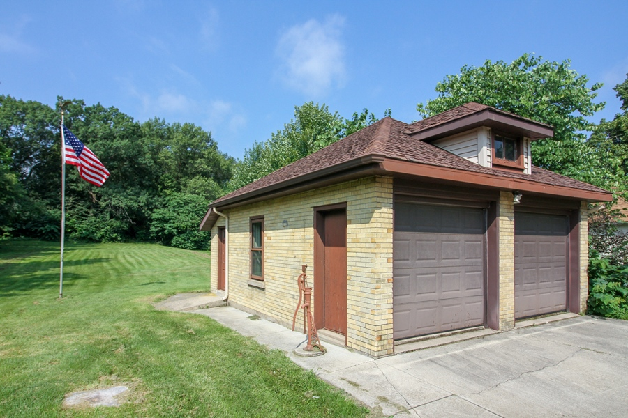 Real Estate Photography - 170 SOUTH HILL STREET, WOODSTOCK, IL, 60098 - Garage