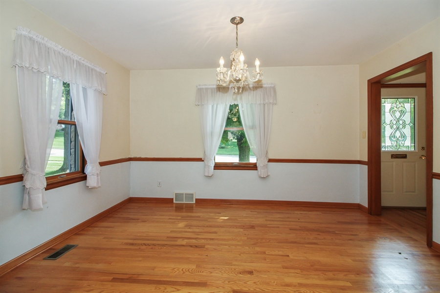 Real Estate Photography - 170 SOUTH HILL STREET, WOODSTOCK, IL, 60098 - Dining Room