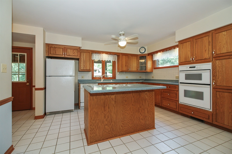 Real Estate Photography - 170 SOUTH HILL STREET, WOODSTOCK, IL, 60098 - Kitchen