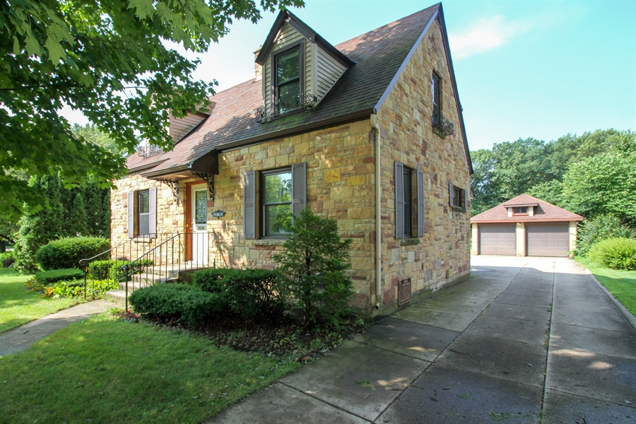 Real Estate Photography - 170 SOUTH HILL STREET, WOODSTOCK, IL, 60098 - Front View