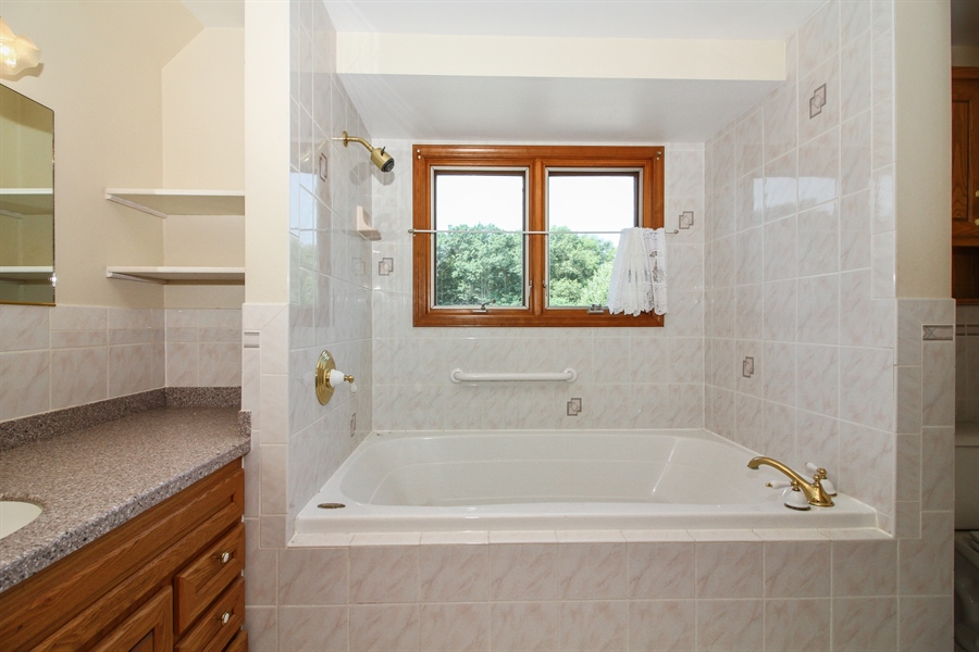 Real Estate Photography - 170 SOUTH HILL STREET, WOODSTOCK, IL, 60098 - Bathroom
