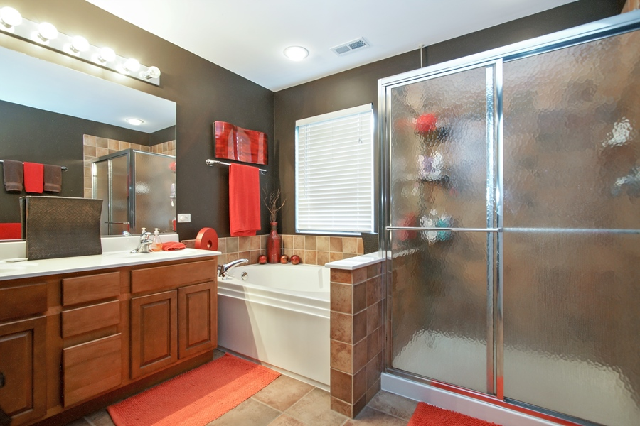 Real Estate Photography - 6100 Canterbury Ln., Hoffman Estates, IL, 60192 - Master Bathroom