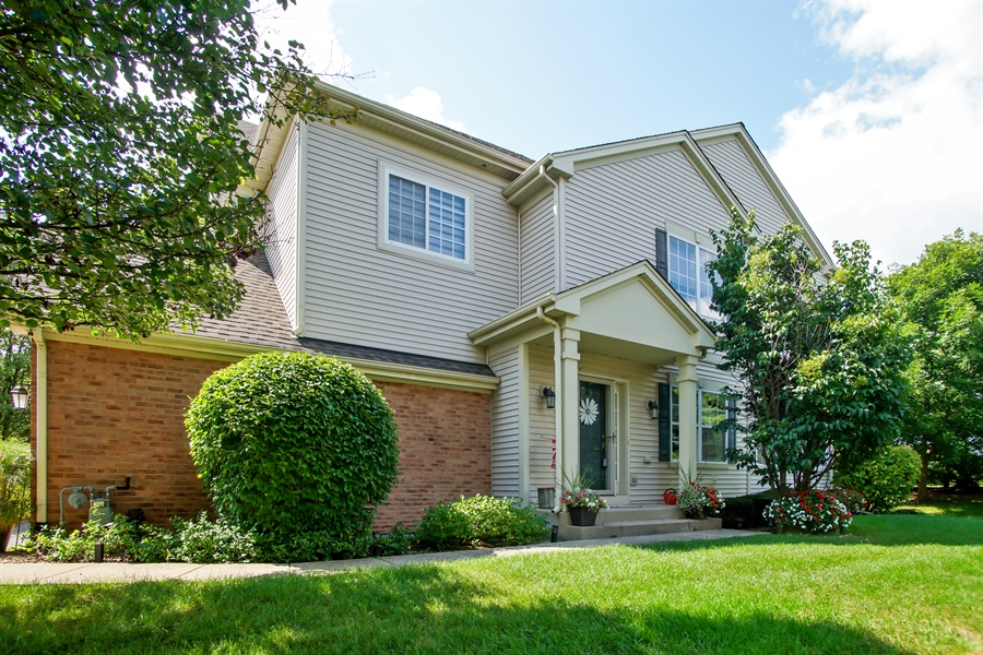 Real Estate Photography - 6100 Canterbury Ln., Hoffman Estates, IL, 60192 - Front View