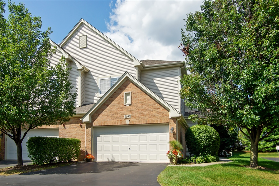 Real Estate Photography - 6100 Canterbury Ln., Hoffman Estates, IL, 60192 - Side View