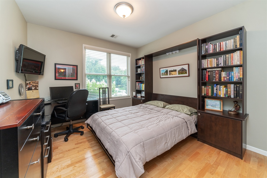 Real Estate Photography - 271 E Railroad Ave, 105, Bartlett, IL, 60103 - 2nd Bedroom