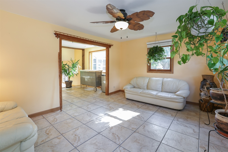 Real Estate Photography - 1527 N Harrison St, Algonquin, IL, 60102 - Foyer