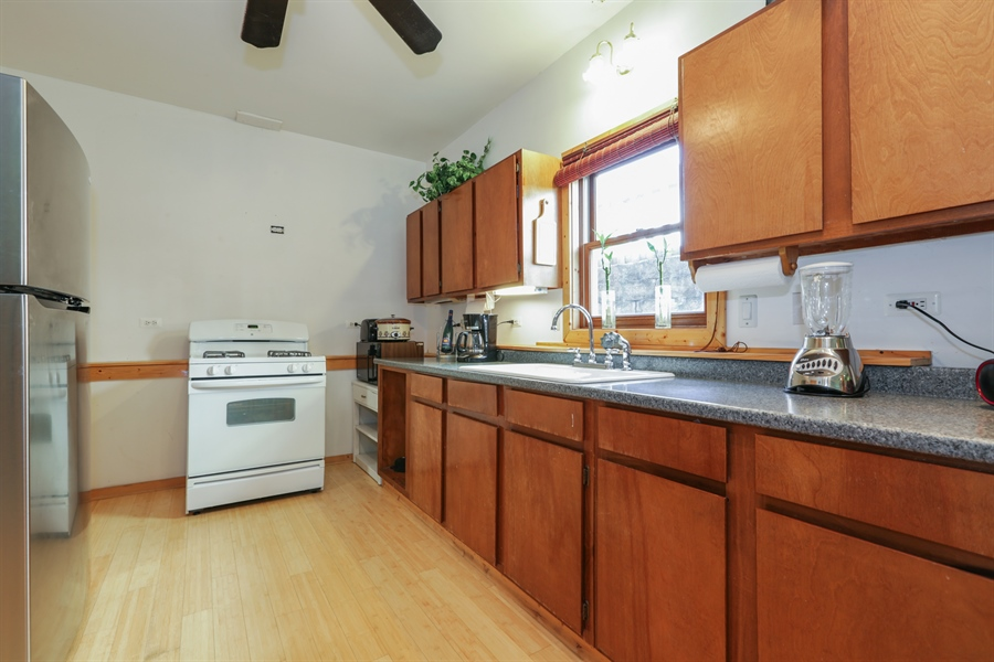 Real Estate Photography - 1527 N Harrison St, Algonquin, IL, 60102 - Kitchen