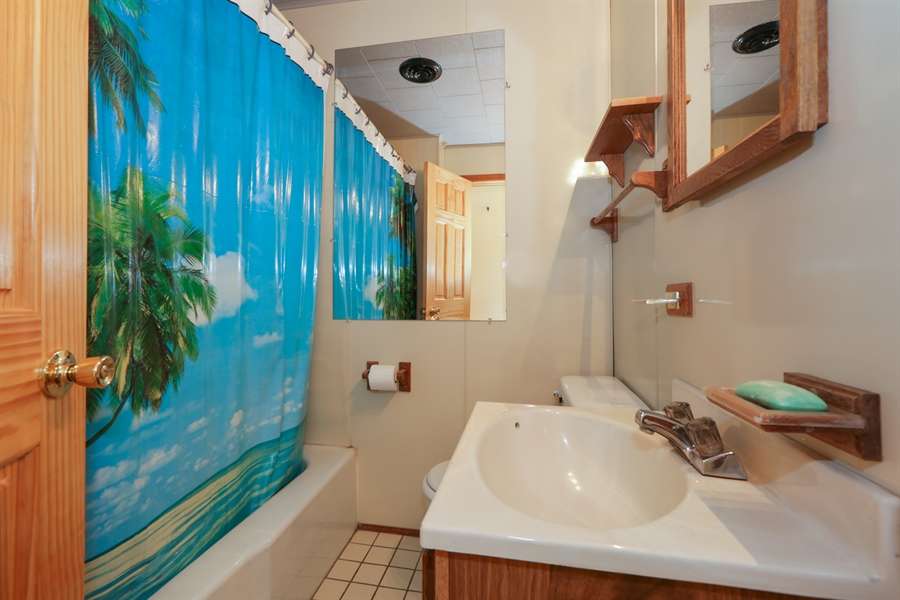 Real Estate Photography - 1527 N Harrison St, Algonquin, IL, 60102 - Bathroom