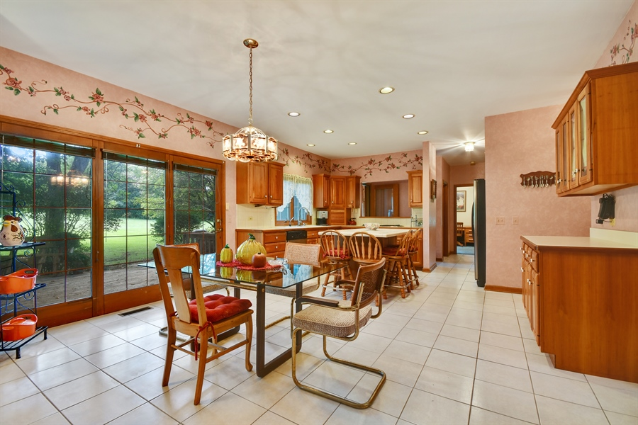 Real Estate Photography - 5N832 E. Ridgewood Drive, St. Charles, IL, 60175 - Kitchen / Breakfast Room