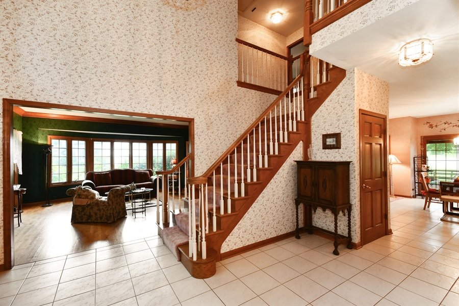 Real Estate Photography - 5N832 E. Ridgewood Drive, St. Charles, IL, 60175 - Foyer