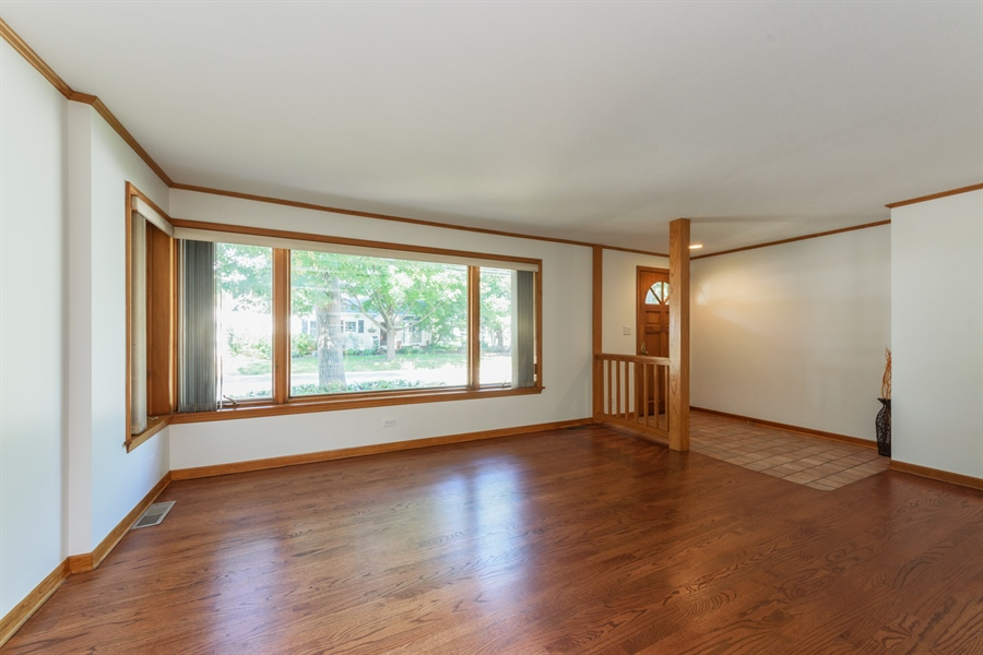 Real Estate Photography - 419 E. George St, Arlington Heights, IL, 60005 - Living Room