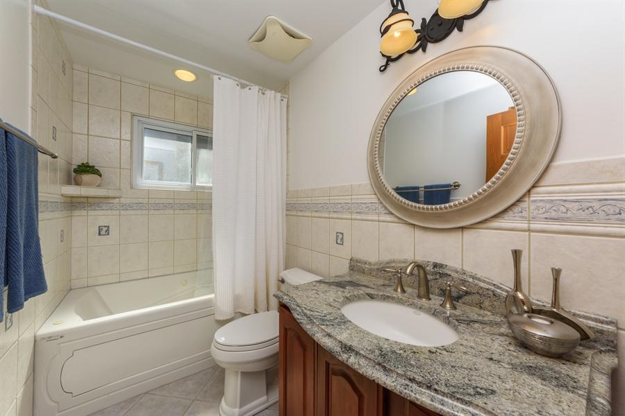 Real Estate Photography - 419 E. George St, Arlington Heights, IL, 60005 - Bathroom