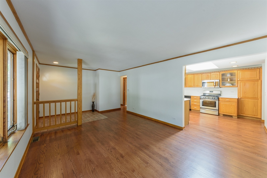 Real Estate Photography - 419 E. George St, Arlington Heights, IL, 60005 - Kitchen / Living Room