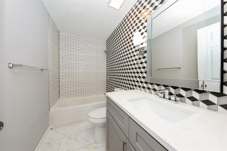 Real Estate Photography - 2031 W. Parkview Cir., Hoffman Estates, IL, 60169 - 3rd Bathroom