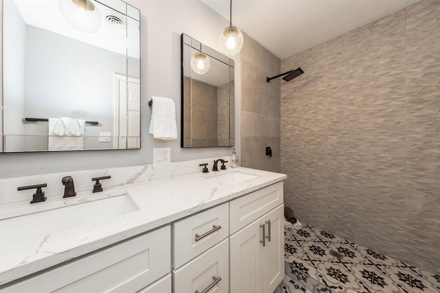 Real Estate Photography - 2031 W. Parkview Cir., Hoffman Estates, IL, 60169 - Master Bathroom