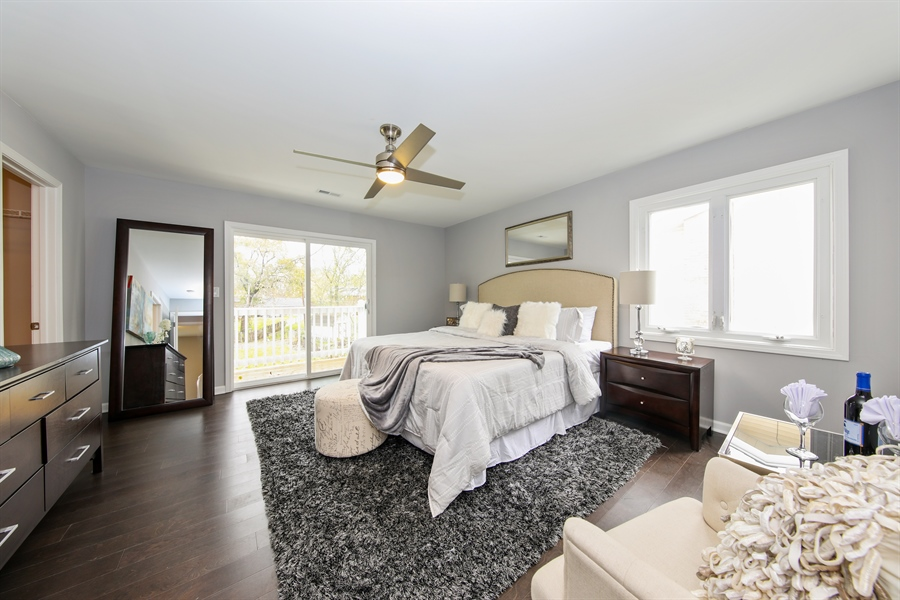 Real Estate Photography - 2031 W. Parkview Cir., Hoffman Estates, IL, 60169 - Master Bedroom