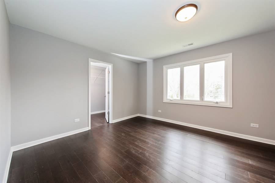 Real Estate Photography - 2031 W. Parkview Cir., Hoffman Estates, IL, 60169 - 2nd Bedroom