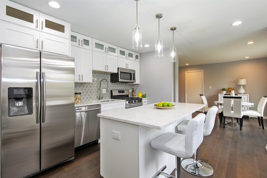 Real Estate Photography - 2031 W. Parkview Cir., Hoffman Estates, IL, 60169 - Kitchen