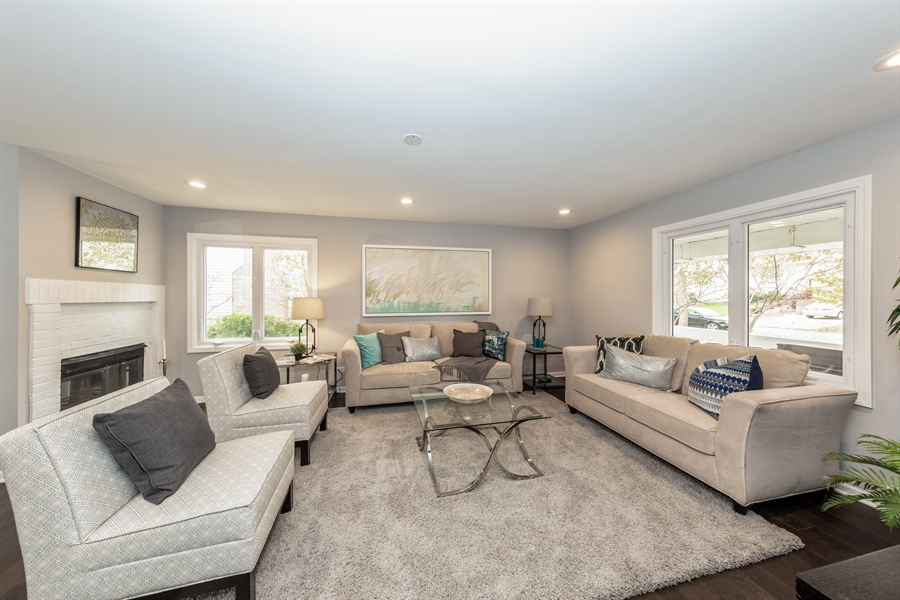 Real Estate Photography - 2031 W. Parkview Cir., Hoffman Estates, IL, 60169 - Family Room
