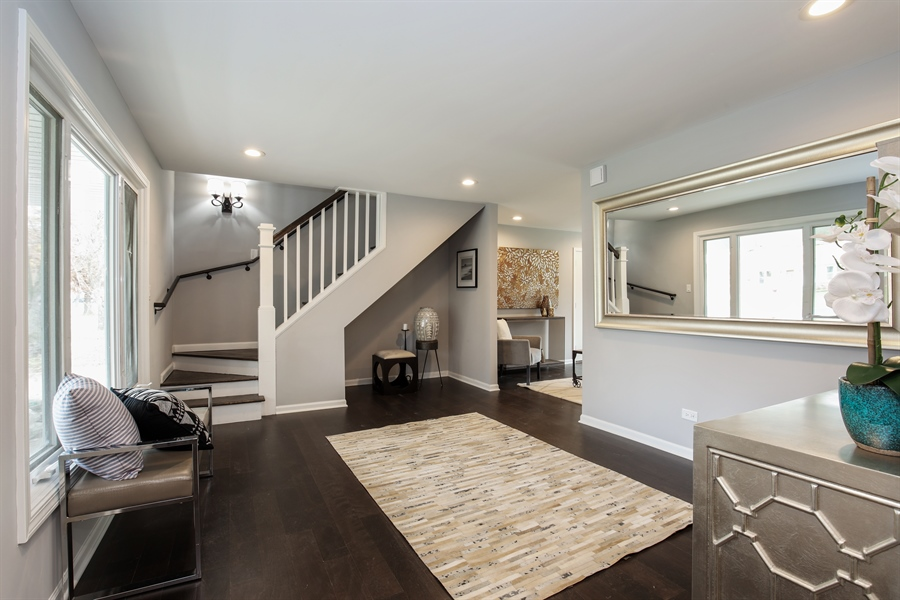 Real Estate Photography - 2031 W. Parkview Cir., Hoffman Estates, IL, 60169 - Foyer