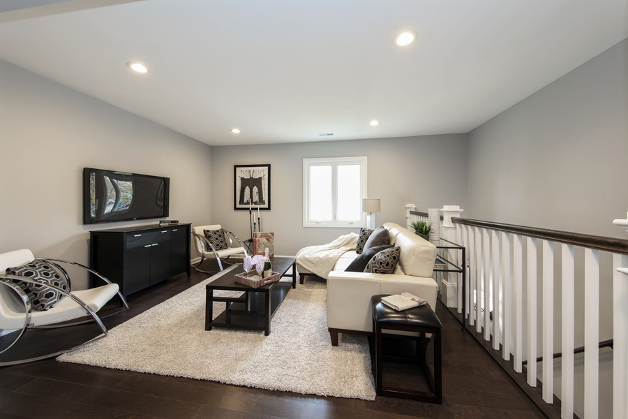 Real Estate Photography - 2031 W. Parkview Cir., Hoffman Estates, IL, 60169 - Loft
