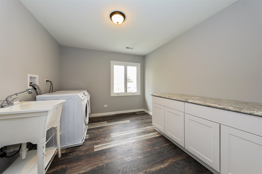 Real Estate Photography - 2031 W. Parkview Cir., Hoffman Estates, IL, 60169 - Laundry Room