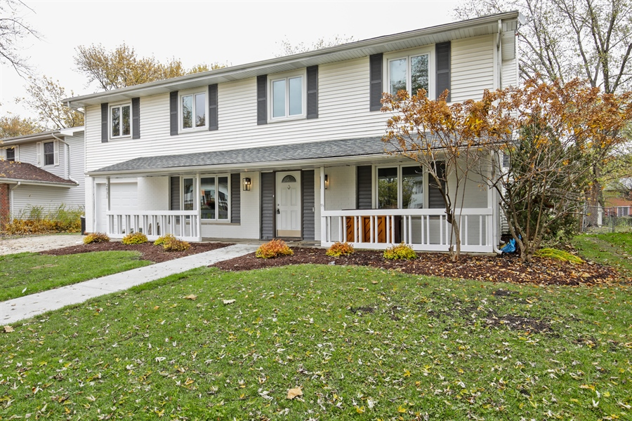 Real Estate Photography - 2031 W. Parkview Cir., Hoffman Estates, IL, 60169 - Front View