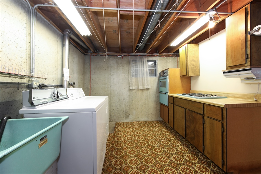 Real Estate Photography - 640 E. Tahoe Trail, Palatine, IL, 60074 - Laundry Room