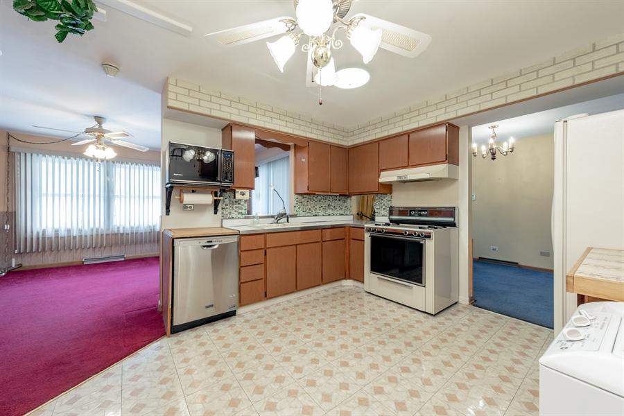 Real Estate Photography - 640 E. Tahoe Trail, Palatine, IL, 60074 - Kitchen