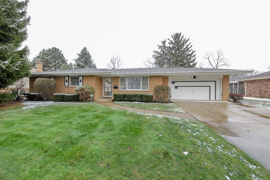 Real Estate Photography - 640 E. Tahoe Trail, Palatine, IL, 60074 - Front View