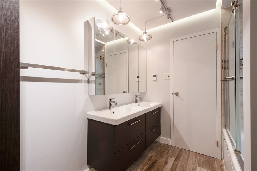 Real Estate Photography - 600 Naples Ct, 210, Glenview, IL, 60025 - Master Bathroom