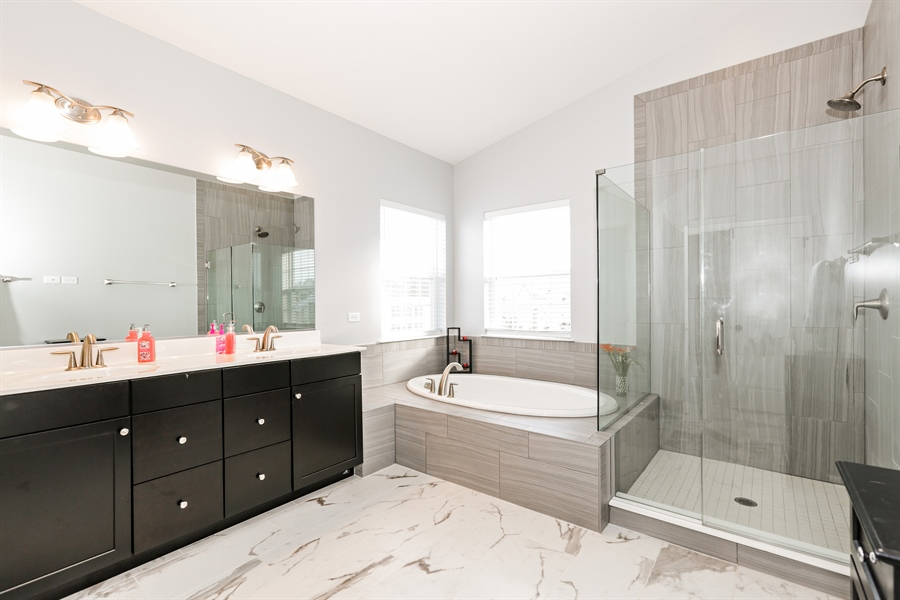 Real Estate Photography - 3678 Congressional Pkwy, Elgin, IL, 60124 - Master Bathroom