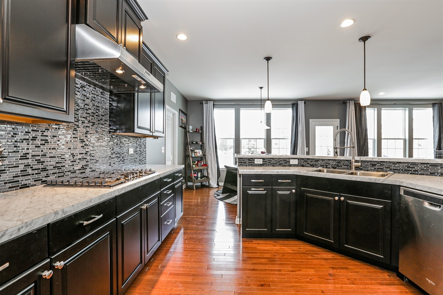 Real Estate Photography - 3678 Congressional Pkwy, Elgin, IL, 60124 - Kitchen
