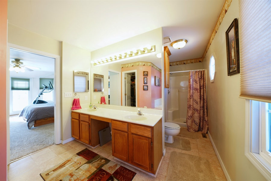 Real Estate Photography - 1480 C0L0RADO AVE, AURORA, IL, 60507 - Master Bathroom