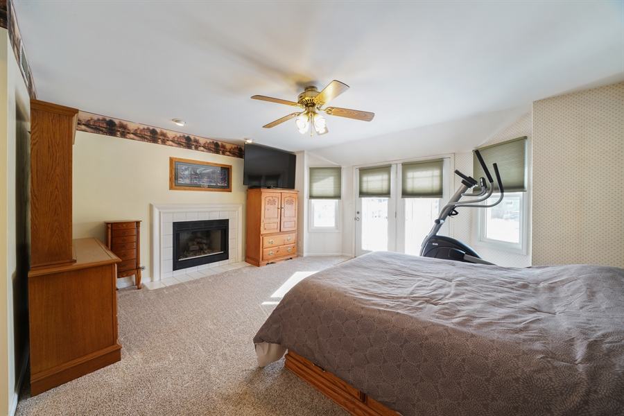 Real Estate Photography - 1480 C0L0RADO AVE, AURORA, IL, 60507 - Master Bedroom