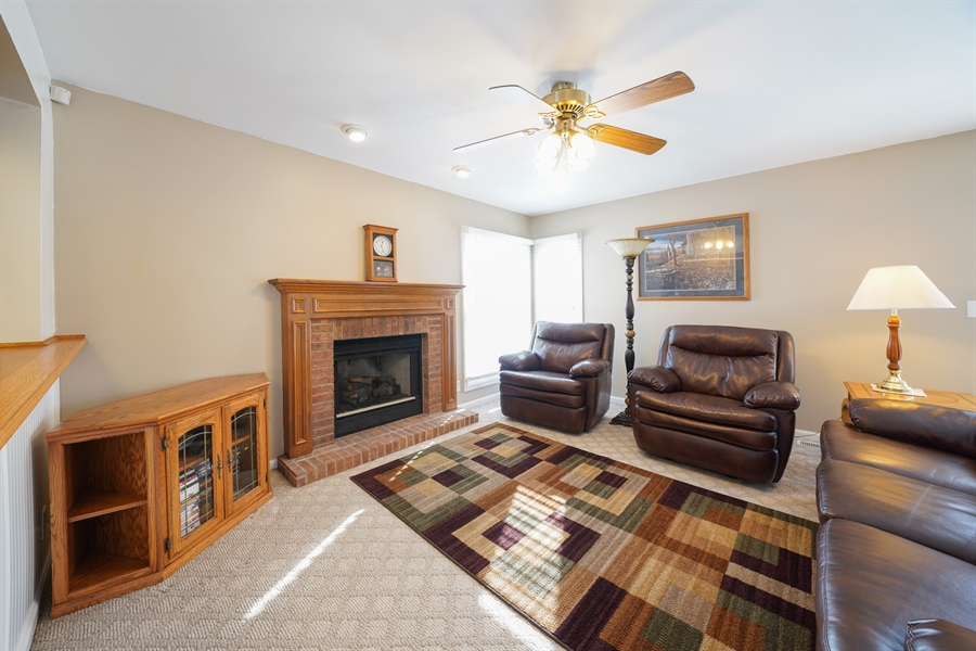 Real Estate Photography - 1480 C0L0RADO AVE, AURORA, IL, 60507 - Family Room