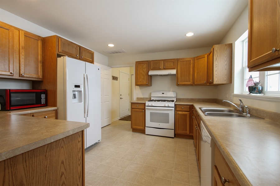 Real Estate Photography - 810 Hanson Ave, McHenry, IL, 60050 - Kitchen