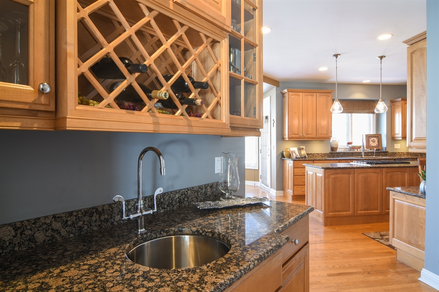 Real Estate Photography - 21558 W Goldfinch Ct, Kildeer, IL, 60047 - Bar