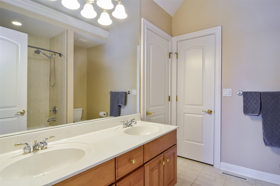 Real Estate Photography - 21558 W Goldfinch Ct, Kildeer, IL, 60047 - Jack and Jill Bathroom