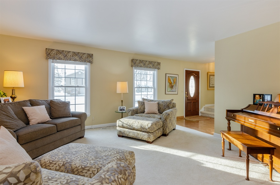 Real Estate Photography - 835 Glendale Drive, Crystal Lake, IL, 60014 - LIVING ROOM