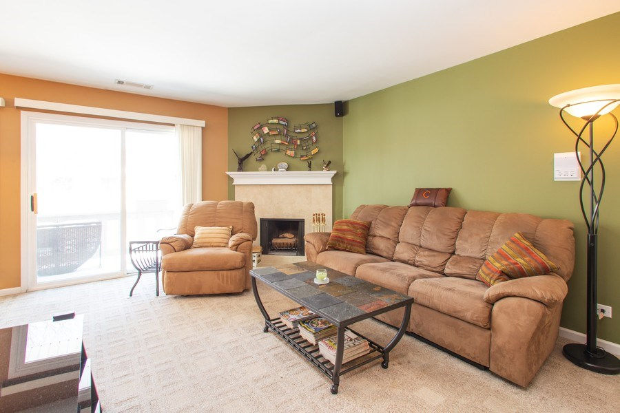 Real Estate Photography - 272 Kings Mill Court, Unit C2, Schaumburg, IL, 60193 - Living Room