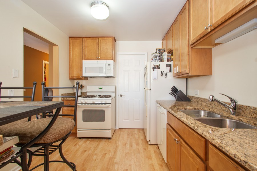 Real Estate Photography - 272 Kings Mill Court, Unit C2, Schaumburg, IL, 60193 - Kitchen