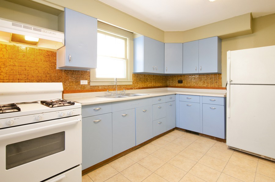 Real Estate Photography - 684 Grand Ave., Elgin, IL, 60120 - Kitchen