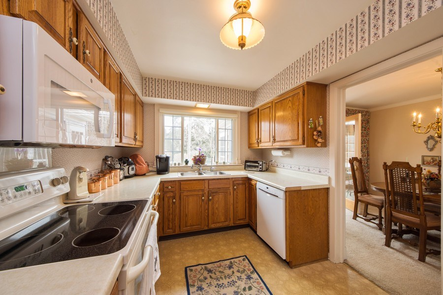 Real Estate Photography - 1319 W. Watling, Arlington Heights, IL, 60004 - Kitchen