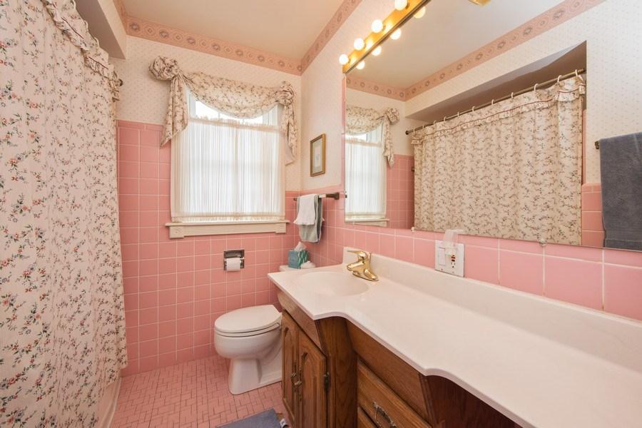 Real Estate Photography - 1319 W. Watling, Arlington Heights, IL, 60004 - Bathroom