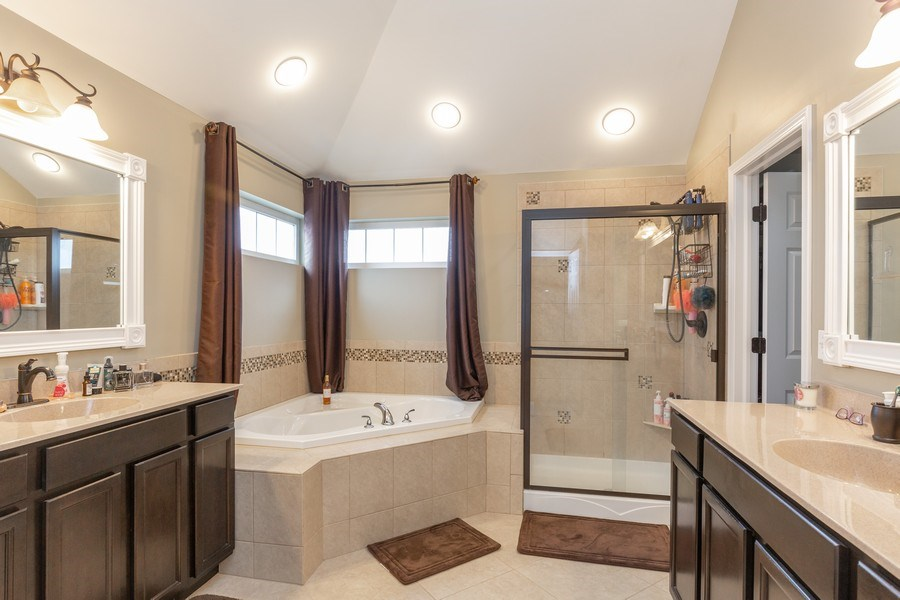 Real Estate Photography - 161 N Bend Way, Elgin, IL, 60124 - Master Bathroom