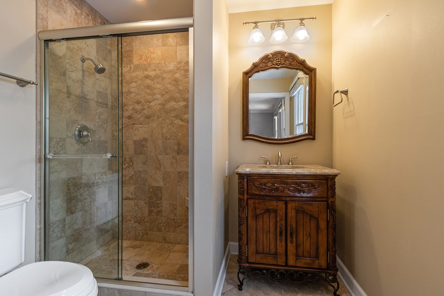 Real Estate Photography - 1152 W. Chatham Drive, Palatine, IL, 60067 - 2nd Bathroom